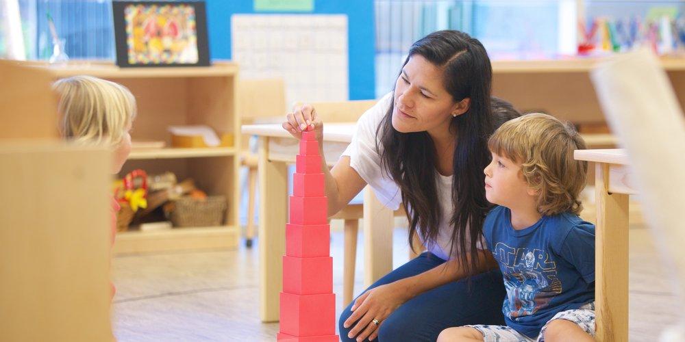 enseignant-montessori